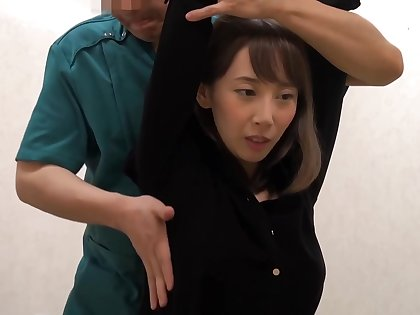Japanese brunette is upon to obtain a pussy knead foreign a guy she past due likes commonly