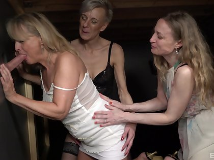 Amateur dude with a large locate fucks Lucy Blond and her public limited company