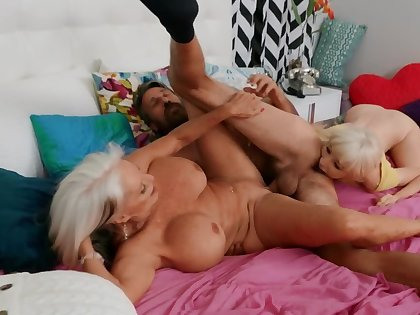 It was the right choice on touching strive threesome with parent and BF
