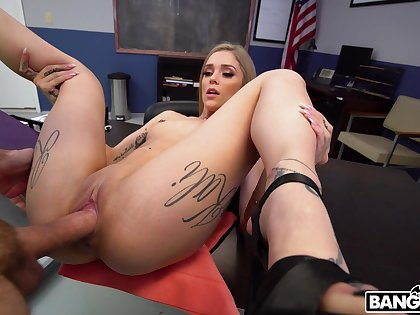 Dirty assignation porn with the curvy secretary